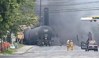 Tren cargado con petróleo se descarrila al este de Montreal, Canadá