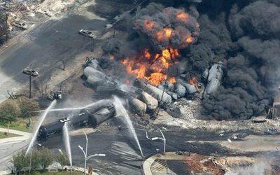 Estalla tren con petróleo en Canadá y devasta un pequeño pueblo